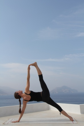 vashisthasana_by_caroline_klebl-vinyasa_are_used_to_enter_and_exit_asanas_2014-02-20_19-55